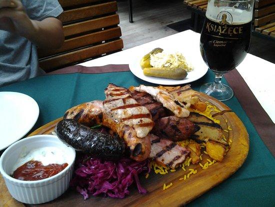 Pod Wawelem: sausage platter + local beer