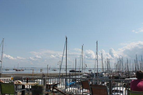 Marina : over de waddenzee vanaf jachthaven schiermonnikoog