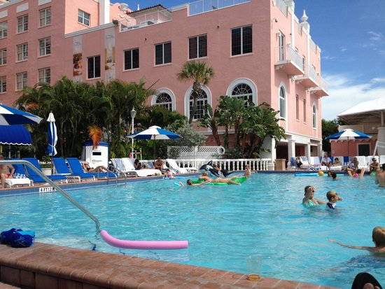 Loews Don CeSar Hotel : one of the pools