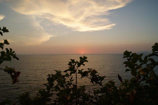 Lindo Mar Resort : Sunset