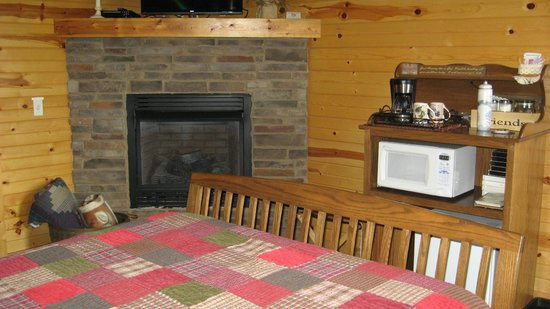 Simple Blessings Cabins: fireplace in the corner