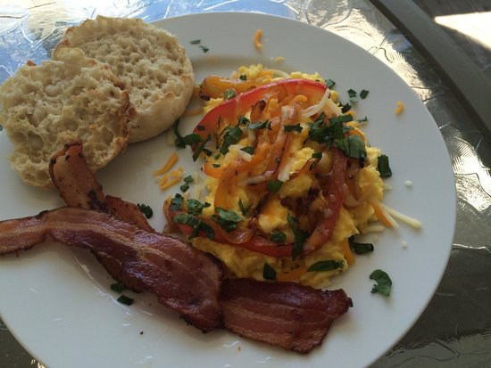 The House On The Hill Bed & Breakfast : Yummy made-to-order breakfast on front porch. Fresh local ingredients, great coffee, and amazing