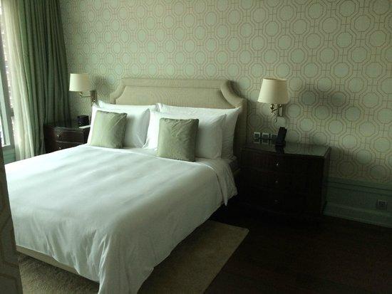 Oriental Residence Bangkok : The bedroom