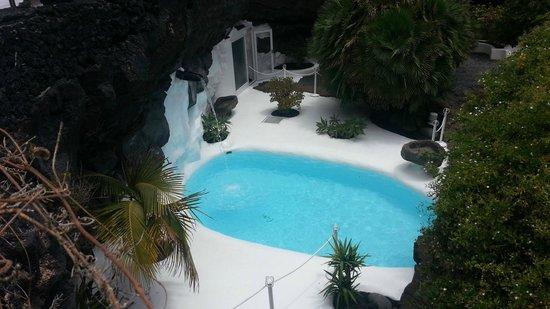 Fundación Cesar Manrique : Pool in a lava bubble