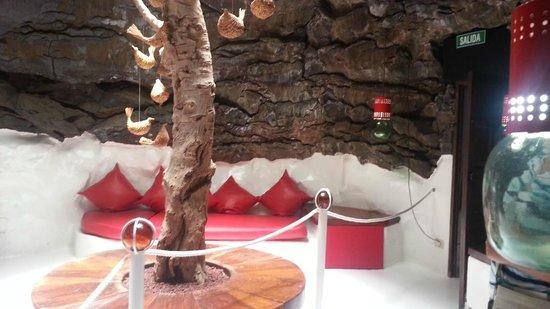Fundación Cesar Manrique : Room in a lava bubble
