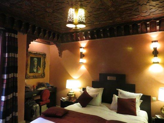 Riad le Perroquet Bleu : Chambre Andalous, dans le pur style marocain