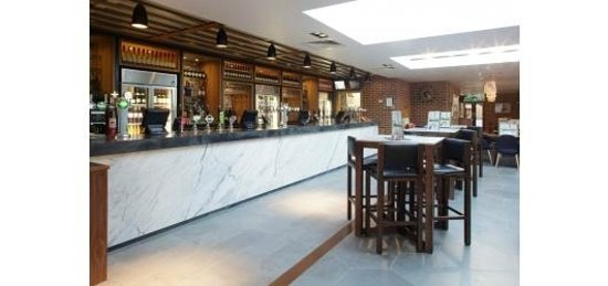 The Six Bells - JD Wetherspoon: Bar area