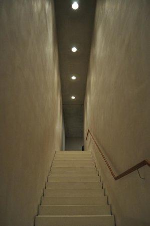 Kolumba: 階段
