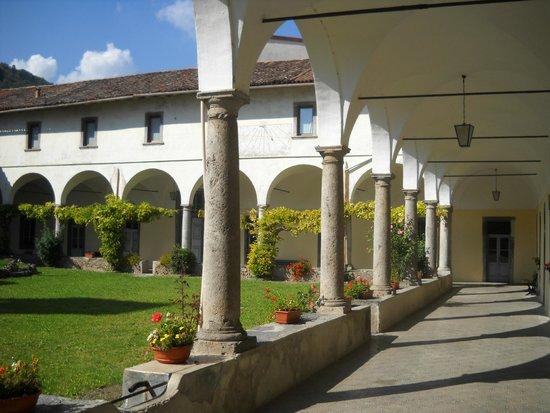 Chiostro del convento di Serina