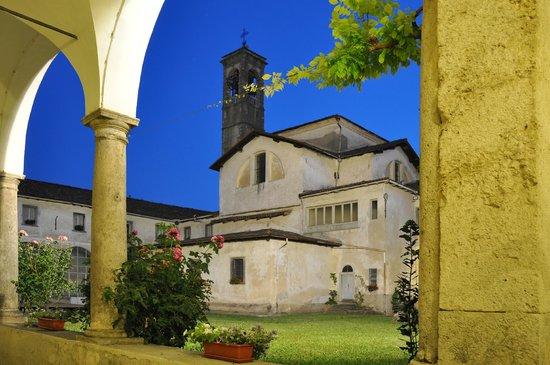 Serina, Ιταλία: interno del Chiostro della SS. Trinità