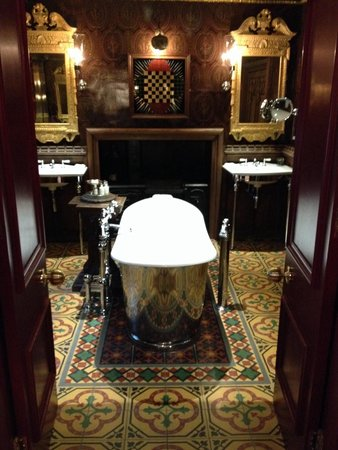 The Witchery by the Castle : Turret bathroom