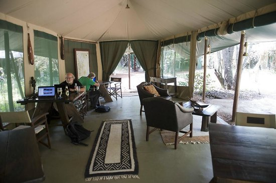 Mara Bush Camp: The photo lounge is a great tent for photographers. 220VAC 24 hrs.