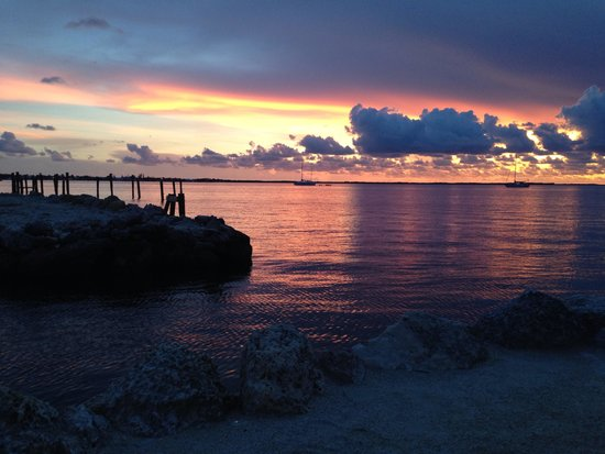Amoray Dive Resort : Sunset