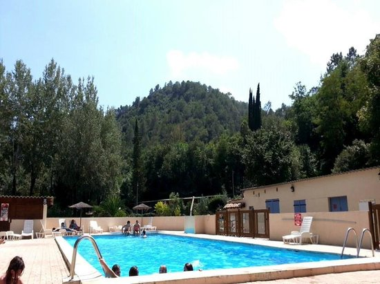 Camping le vallon rouge la colle sur loup france voir for Virginia piscines la colle sur loup