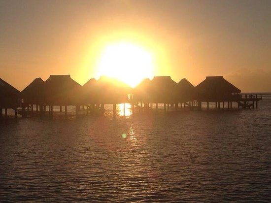 Hilton Moorea Lagoon Resort & Spa: Sunset view