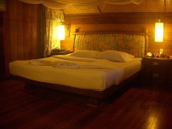 Banpu Koh Chang Resort: включены все светильники в номере