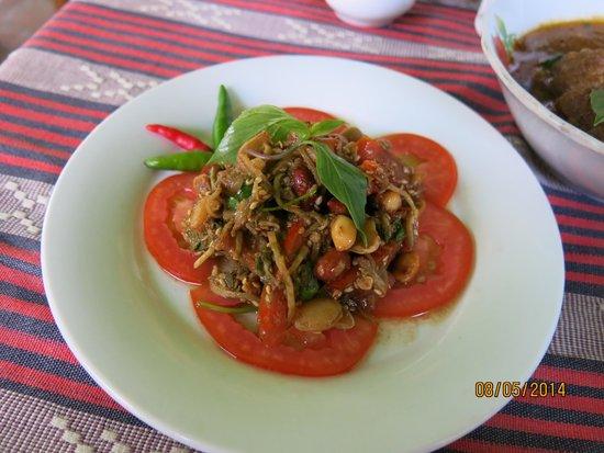 Weather Spoon's Bagan Restaurant and Bar: Tea leaf salad.........the best!