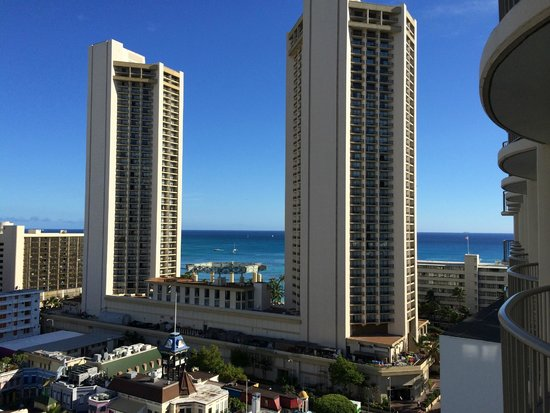 OHANA Waikiki East Hotel : View of city and beach from our room on 15th floor