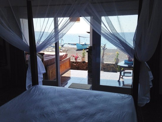 Alur Beach Homestay: view from the bed