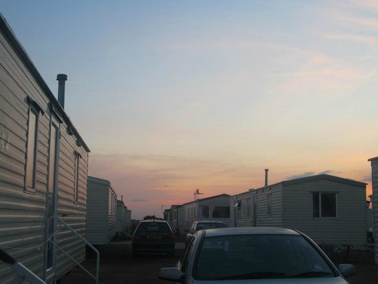 Romney Sands Holiday Park - Park Resorts: Sunset across the caravan area