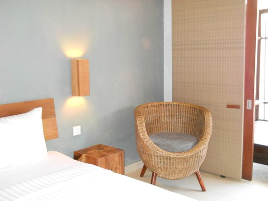 The Oasis Lagoon Sanur: кресло в номере