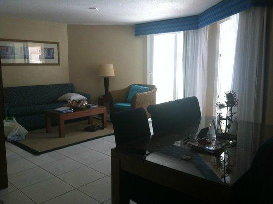 Divi Aruba Phoenix Beach Resort: Living room