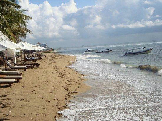 The Oasis Lagoon Sanur: пляж Баги