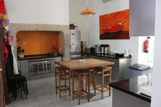 Living Lounge Hostel: Kitchen