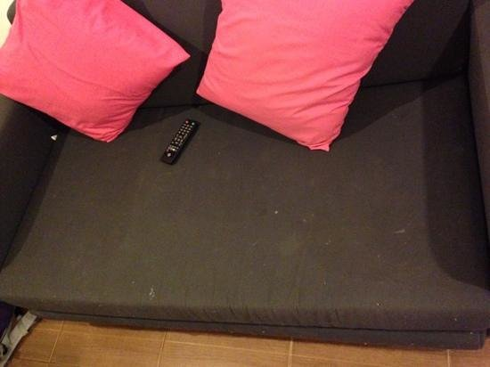 iroom Hotel : Nice couch full of .....