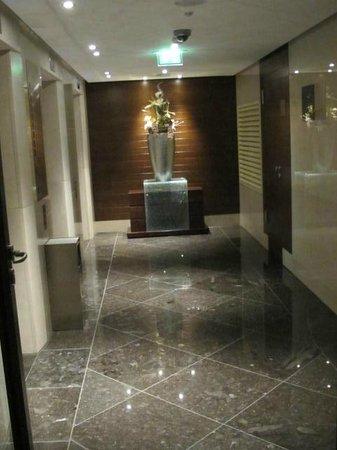 Eurostars Berlin Hotel: modern elevator lobby and hallway area