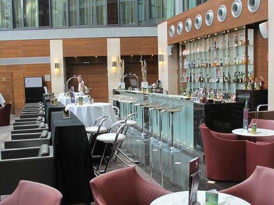 Eurostars Berlin Hotel: lobby bar and casual seating area