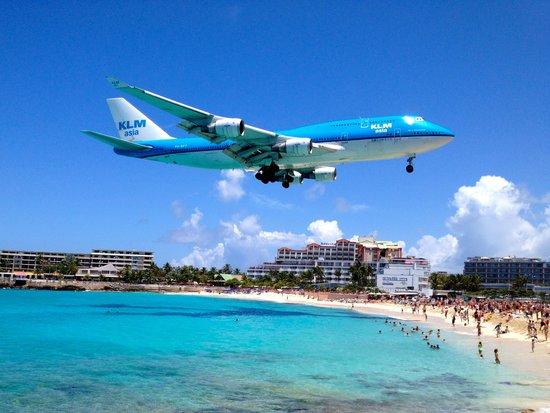 Sunset Beach Bar : Incoming Jet