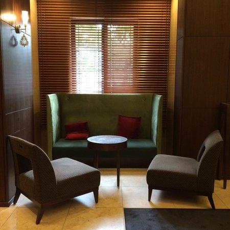 Mitsui Garden Hotel Hiroshima: Lobby seats