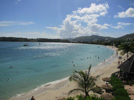 Emerald Beach Resort: Beach and bay