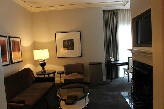 Waldorf Astoria Chicago: suite
