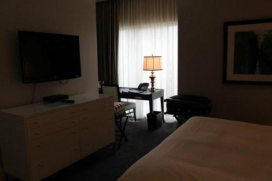 Waldorf Astoria Chicago: room