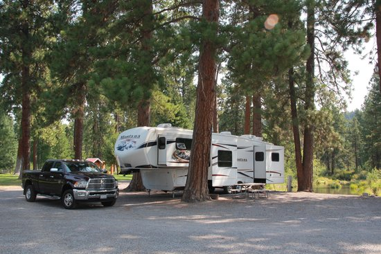 Crater Lake Resort: Mid week was really quiet at our site