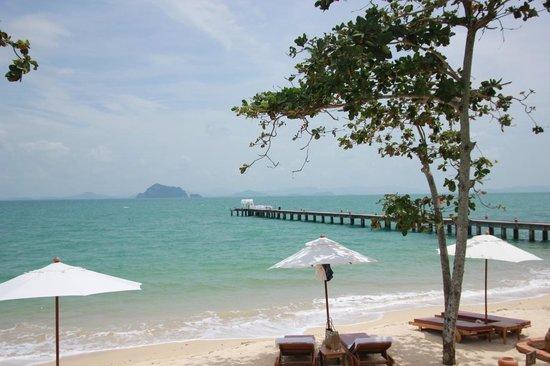 Santhiya Koh Yao Yai Resort & Spa : white sandy beach with nice view