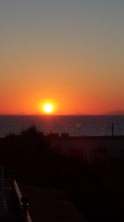 Hotel Rosa dei Venti : coucher de soleil vue de la chambre
