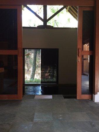 Sapulidi Bali Resort & Spa : Piscine intérieure vue de la chambre
