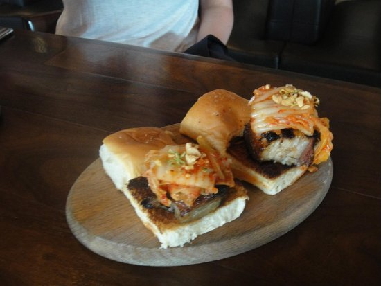 Blue Hound Kitchen and Cocktails : The Amazing Sliders