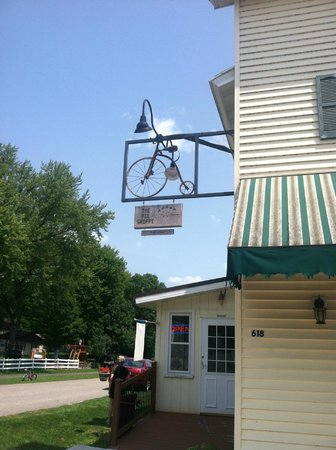 Aroma Pie Shoppe: Perfect Location on the Bike Trail