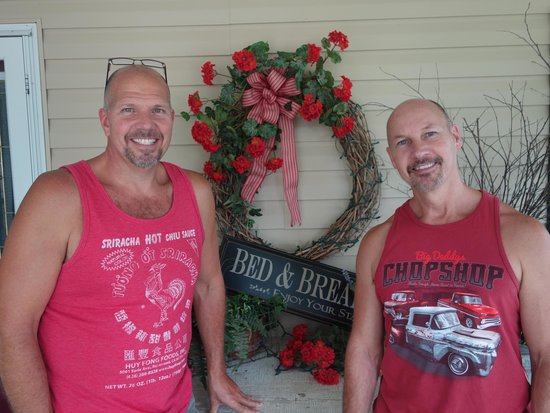 Piney Hill Bed & Breakfast: Hank and Wiley