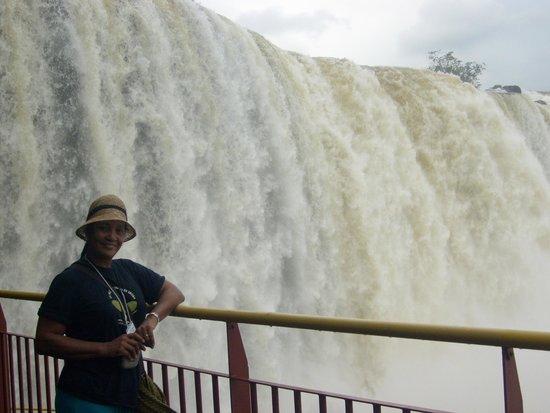 Garganta del Diablo: Desde la frontera brasileña, la majestuosa caída de agua