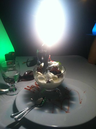 Passions on the Beach : Birthday dessert with sparkler