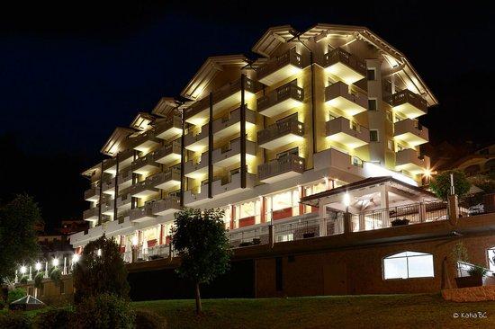 Alpenresort Belvedere Wellness & Beauty: L'hotel di sera