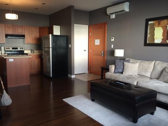 Beyond Bliss Suites : Kitchen, livingroom area