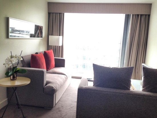 DoubleTree by Hilton Manchester Piccadilly: living room