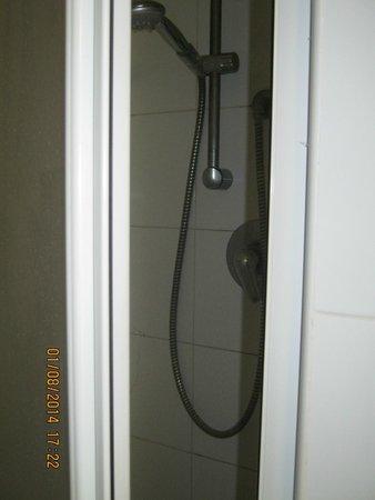Hotel Sporting Baia: Shower