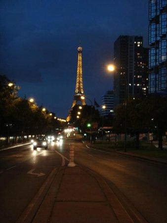 Novotel Paris Centre Tour Eiffel : View from outside hotel